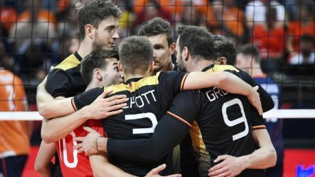 Die deutschen Volleyballer haben noch eine Chance, sich für die Olympischen Spiele in Tokio zu qualifizieren. Foto: Piroschka Van De Wouw/ANP
