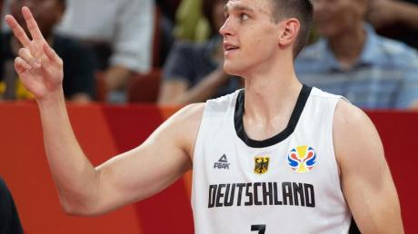 Geht künftig in Russland auf Körbejagd: Basketball-Nationalspieler Johannes Voigtmann. Foto: Swen Pförtner/dpa