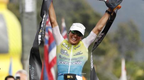 Erste: Anne Haug feiert den Sieg beim Ironman auf Hawaii. Foto: Marco Garcia/AP/dpa