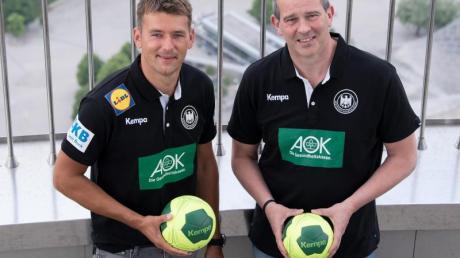 Männer-Coach Christian Prokop (l) und Frauen-Trainer Henk Groener beim Fototermin. Foto: Sven Hoppe/dpa