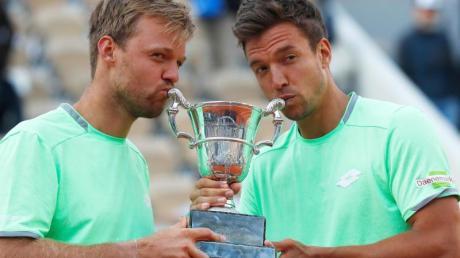 Sind bei den ATP Finals in London dabei: Kevin Krawietz (l) und Andreas Mies.