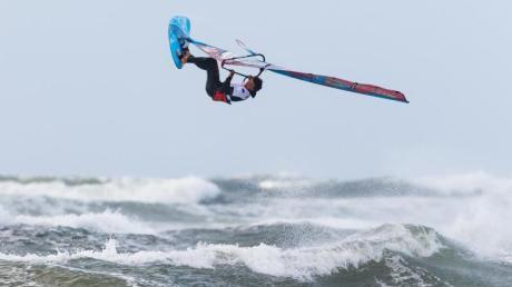 Windsurf-Star Philip Köster wartet weiter auf seinen fünften WM-Titel. Foto: Frank Molter/dpa