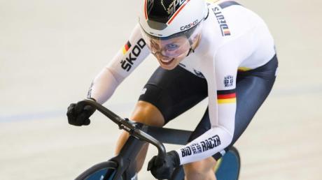 Emma hinze hat am Finaltag des Bahnradsport-Weltcups in Minsk den Keirin-Wettbewerb der Frauen gewonnen.