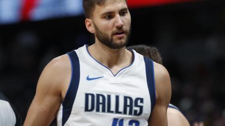 Kassierte mit den Dallas Mavericks eine Niederlage gegen die Knicks: Maxi Kleber. Foto: David Zalubowski/AP/dpa