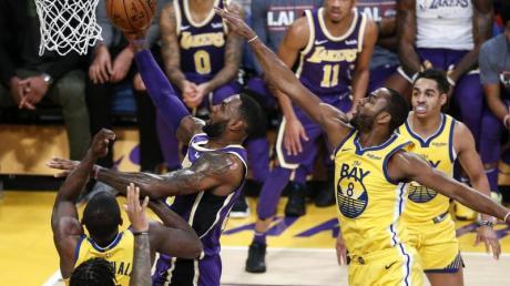 Lakers-Superstar LeBron James (M) zeigte Golden State die Grenzen auf. Foto: Ringo Chiu/ZUMA Wire/dpa