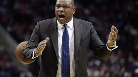 Legte sich mit den Schiedsrichtern an: Clippers-Coach Doc Rivers. Foto: David J. Phillip/AP/dpa