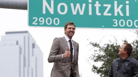 Erst ein Straßenname, nun der Verdienstorden:Dirk Nowitzki wird derzeit mit Ehrungen überhäuft.