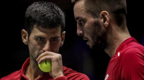Die Serben Novak Dokovic (l) und Viktor Troicki unterlagen dem russischen Doppel Andrei Rubljow und Karen Chatschanow.