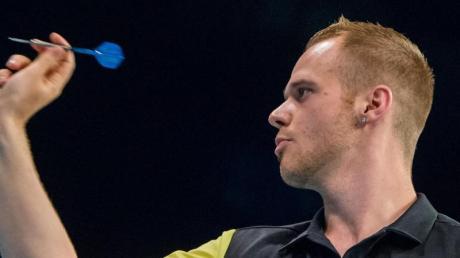 Der ehemalige Weltmeister Rob Cross hält große Stücke auf den deutschen Darts-Profi Max Hopp.