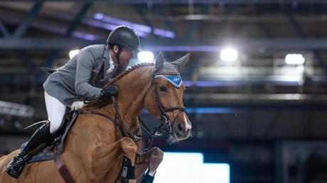 Philipp Weishaupt reitet auf seinem Pferd Che Fantastica.