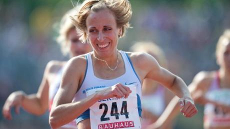 Die frühere Mittelstreckenläuferin Harrer weist auf besorgniserregende Entwicklungen in der Leichtathletik hin.