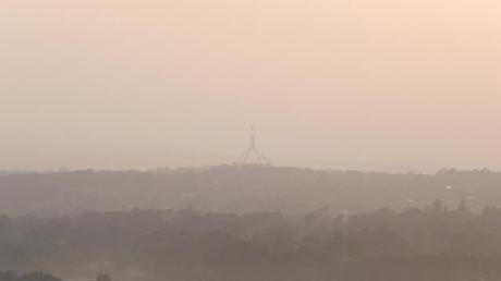 Qualm breitet sich über Australiens Hauptstadt Canberra aus. Die zahlreichen Buschfeuer haben auch Auswirkungen auf den Sport.