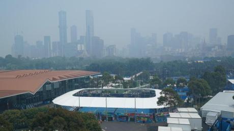 Die Buschbrände machen auch den Tennisspielern in Melbourne zu schaffen.