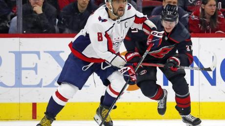 Owetschkin (8, l) ist in den Kreis der zehn besten Torjäger der NHL-Geschichte vorgedrungen.