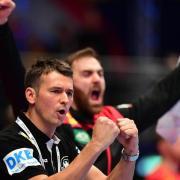 Hatte nach schwachen Start doch noch Grund zum Jubel: Bundestrainer Christian Prokop. Spiel um Platz 5 bei der Handball-EM: Wann spielt Deutschland? TV-Termin.