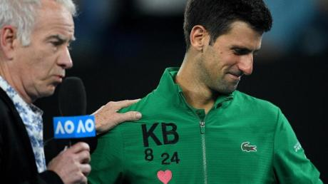 Gedenken an Kobe Bryant: Novak Djokovic (r) und John McEnroe.