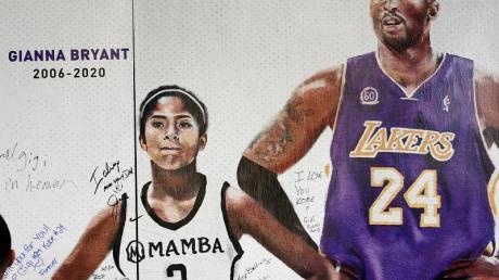 Gedenken an Basketball-Superstar Kobe Bryant und dessen Tochter Gianna.