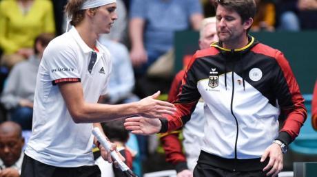 Davis-Cup-Kapitän Michael Kohlmann (r) muss gegen Weißrussland auf Alexander Zverev verzichten.