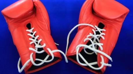 Boxhandschuhe liegen bereit.