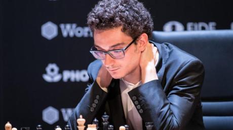 Auch Schach-Großmeister Fabiano Caruana spielt im russischen Jekaterinburg mit.