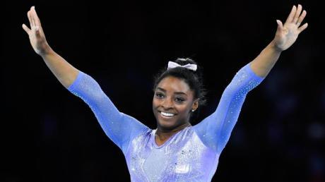 Hat über eine Teilnahme an den verschobenen Olympischen Spielen noch nicht entschieden: Simone Biles.