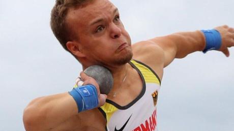 Niko Kappel verbesserte den Weltrekord im Kugelstoßen.