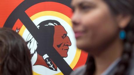 Im Zuge der Rassismus-Debatte in den USA denkt der NFL-Club Washington Redskins über einen neuen Namen nach.