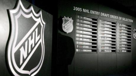 Die nordamerikanische Eishockey-Profiliga NHL möchte bald wieder den Spielbetrieb aufnehmen.