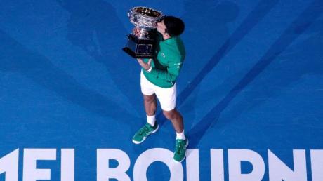 Der angedachte Starttermin der Australian Open wurde wegen der Corona-Pandemie um drei Wochen verschoben. Wie es um die French Open, Wimbledon und die US Open 2021 bestellt ist, erfahren Sie hier. Alles zu Terminen, Spielplan und der Übertragung in TV und Stream.