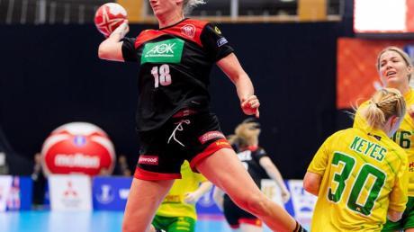 Mia Zschocke (l) verpasst die bevorstehende Europameisterschaft wegen einer Verletzung am Sprunggelenk.