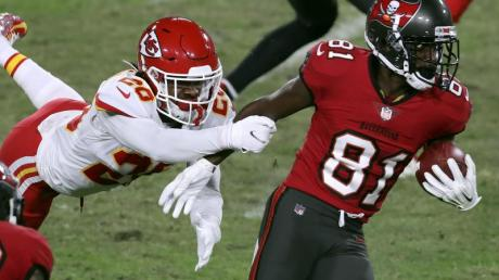 Will mit Tampa Bay den Super Bowl holen: Antonio Brown (r).