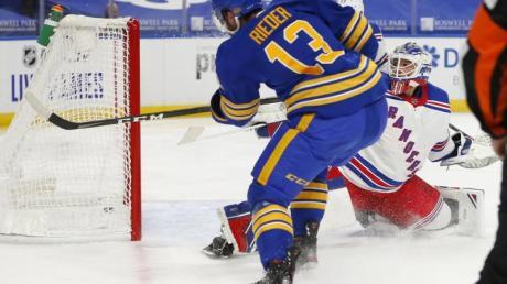 Muss den Buffalo Sabres weiter eine Pause einlegen:Tobias Rieder (l).