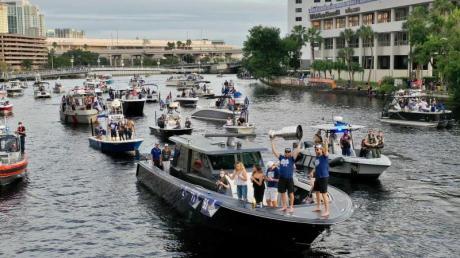 Wie Tampa Bay Lightning im September 2020 wollen auch die Buccaneers ihren Triumph mit einer Bootsparade feiern.