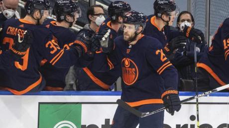Superstar Leon Draisaitl (M.) schoss die Edmonton Oilers zum Sieg.