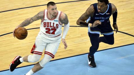 Musste mit den Chicago Bulls eine Pleite gegen die Memphis Grizzlies hinnehmen: Daniel Theis (l).