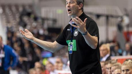 Die deutschen Handballerinnen und Bundestrainer Henk Groener sind mit großer Zuversicht nach Portugal geflogen.