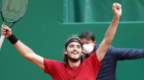 Stefanos Tsitsipas freut sich über seinen Sieg.