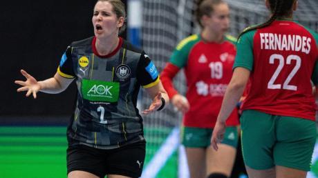 Marlene Zapf (l) sicherte sich mit Deutschlands Handballerinnnen dasWM-Ticket.