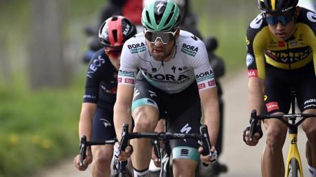 Die Tour de France findet in diesem Jahr ohne Maximilian Schachmann (M.) statt.