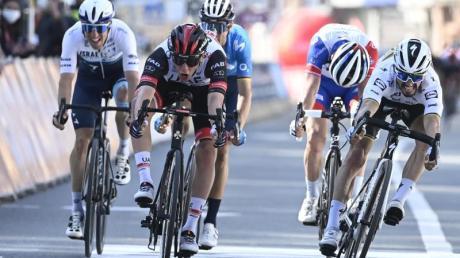 Tadej Pogacar (M) tritt als Gewinner der Tour de France von 2020 auch in 2021 an (hier beim Sieg in Lüttich 2.v.l.). Infos zu Teams und Mannschaften der Tour de France 2021: hier.