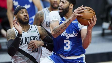 Die Los Angeles Lakers um Anthony Davis (r) verloren bei den Portland Trail Blazers.