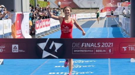 Triathletin Lisa Tertsch siegte in Berlin.