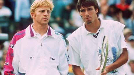 Die beiden deutschen Tennis-Profis Michael Stich (r) und Boris Becker vor Beginn des Wimbledon-Endspiels am 07.07.1991.