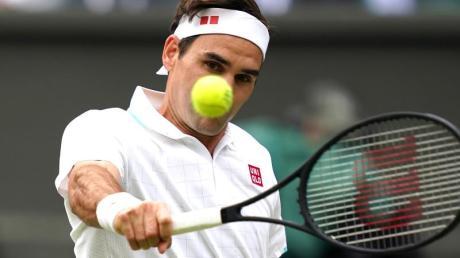 Roger Federer fällt wegen einer erneuten Knieoperation monatelang aus.