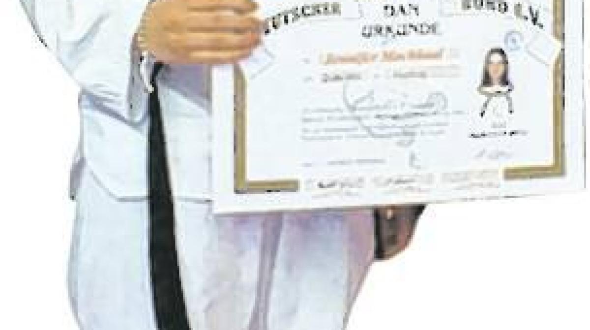 taekwondo  jennifer mochkaai hat den 1  dan