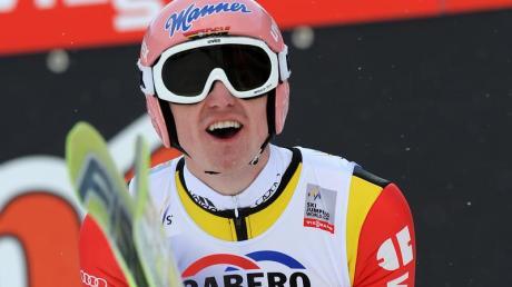 Severin Freund würde am liebsten im Einzel und im Mix zu einer WM-Medaille springen. Foto: Uwe Zucchi dpa