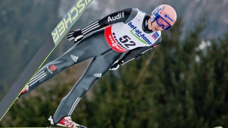 Michael Neumayer wurde mit 124,5 Metern Zweiter der Ausscheidung. Foto: Daniel Karmann dpa