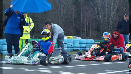 Adrian Graf (rechts, Startnummer 55) stand beim Euro-Cup-Rennen in Hahn in der Startaufstellung hinter Ex-Formel-1-Fahrer Ralf Schumacher (Startnummer 67).