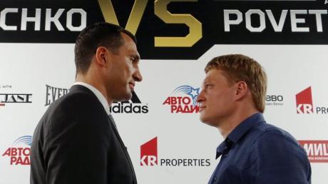 Der Kampf zwischen Wladimir Klitschko (l) und Herausforderer Alexander Powetkin hat Brisanz.