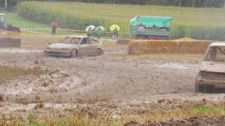 Der 26. Ziswinger Autocross ist aufgrund des Dauerregens zu einer Schlammschlacht geworden.